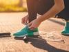 نسقي الأحذية الرياضية الرائجة مع الملابس الكلاسيكية بطرق متنوعة