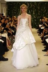 dc3621fe62b5d عرض فساتين الأعراس لـ Carolina Herrera لربيع صيف 2016 - عود