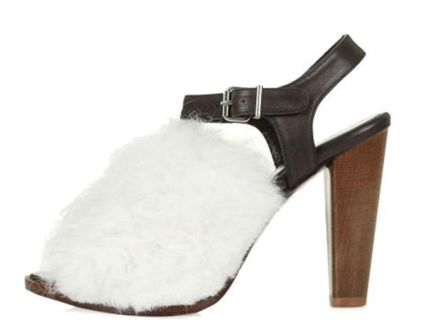 14 حذاء مفتوح الأصابع يمكن ارتداؤها طوال العام