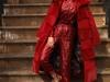 لا حاجة لارتداء اللون الأحمر فقط في عيد الحب: جربي إطلالات أخرى مميزة