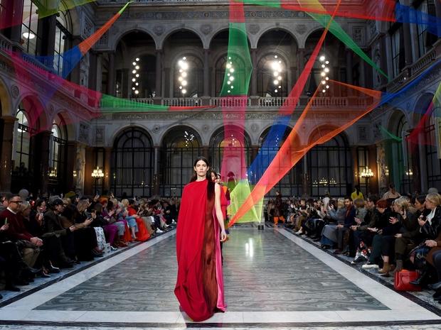 فيروس كورونا يخيّم على أسبوع الموضة في ميلانو