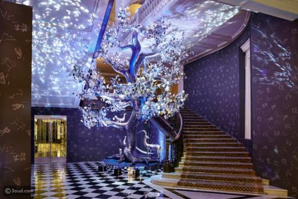 ديان فورستنبرغ تزين شجرة الميلاد بفندق كلاريدج