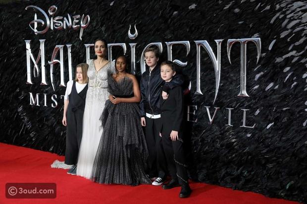 أنجلينا جولي تألقت بالأبيض مع عائلتها في افتتاح فيلمها