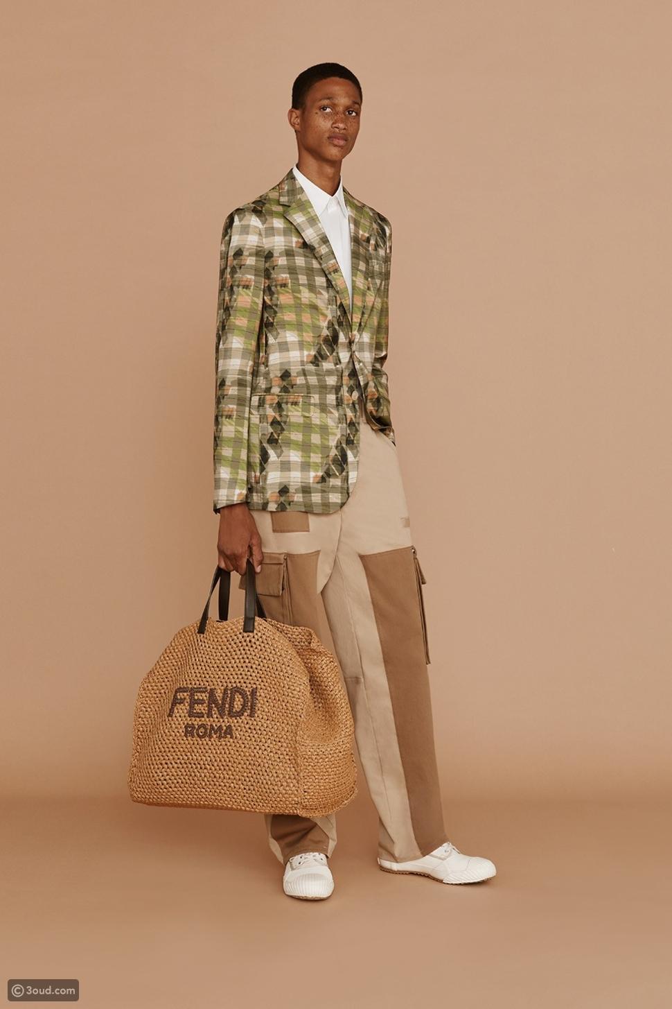Fendi تصدر حقائب رجالية خاصة بمرتدي البذل