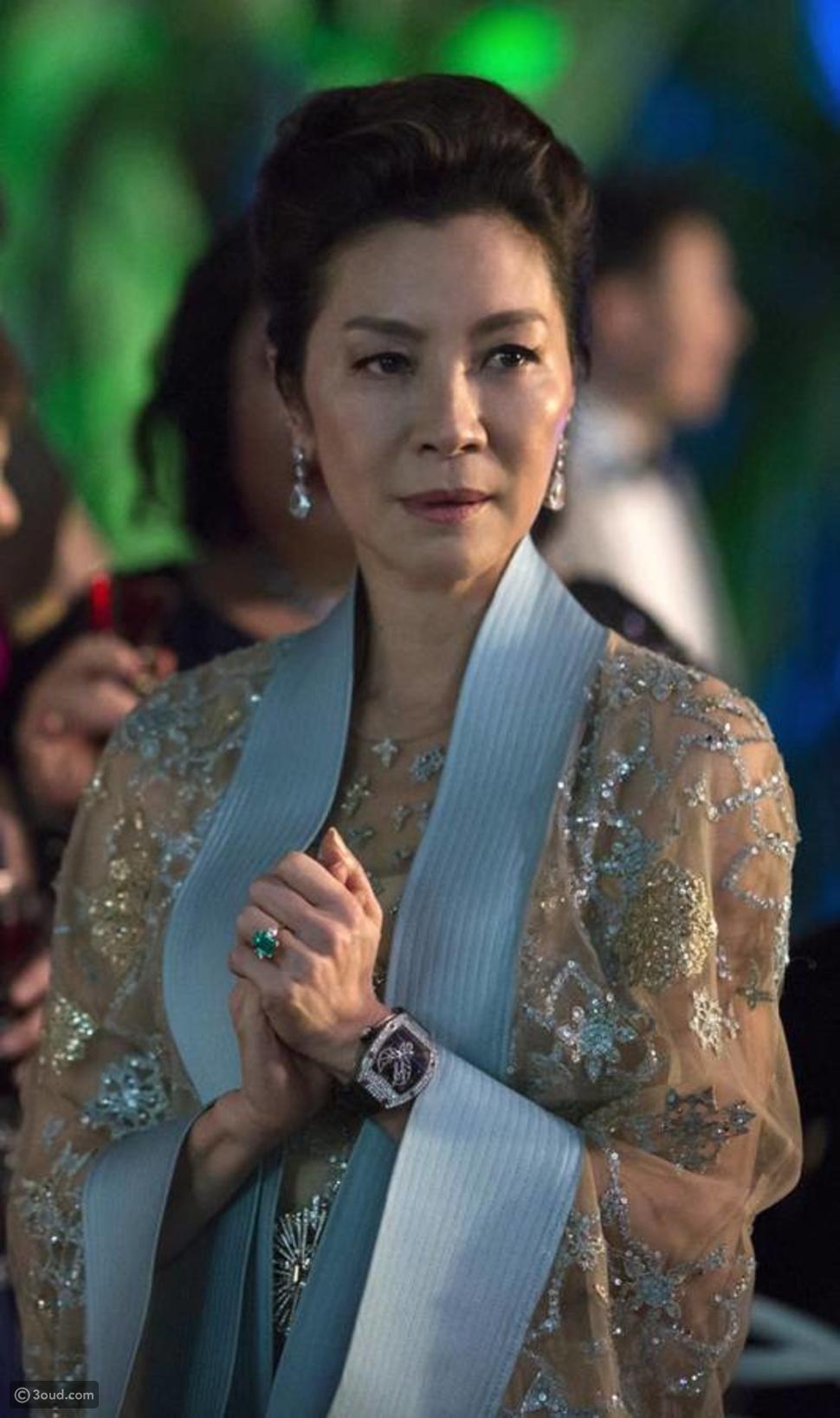 أبطال فيلم Crazy Rich Asians يتزينون مجوهرات معوض