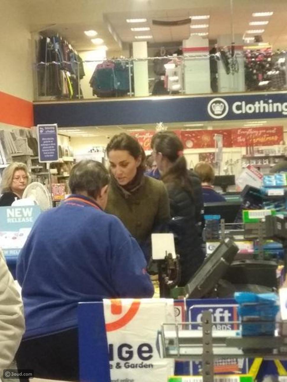 """كيت ميدلتون تفاجىء المتسوقين في متجر """"رينج"""""""