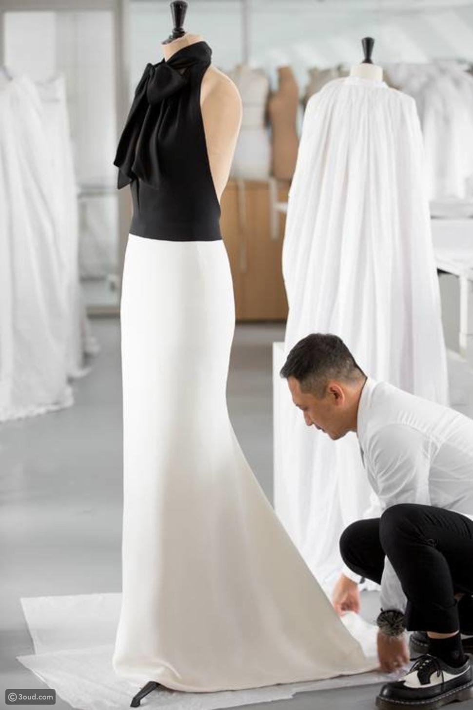 250 ساعة عمل لتنفيذ فستان تشارليز ثيرون في الغولدن غلوب