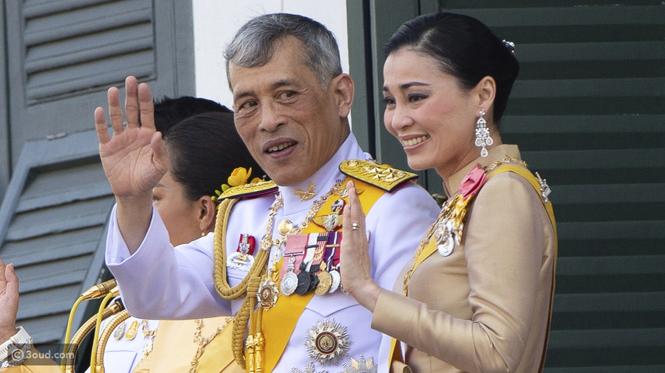 ملك تايلاند يتزوّج عشيقته في حضور الملكة