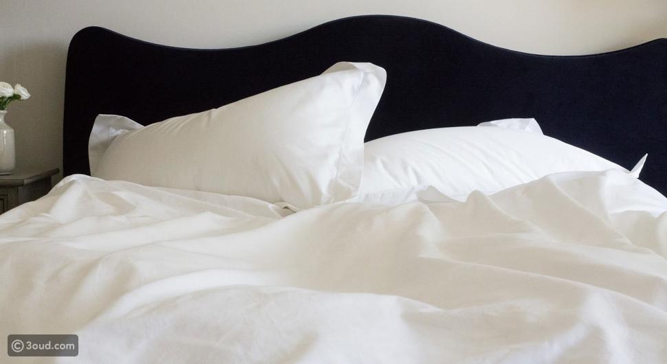 هذه أفضل خامات مفارش السرير.. لبشرة وشعر صحيان