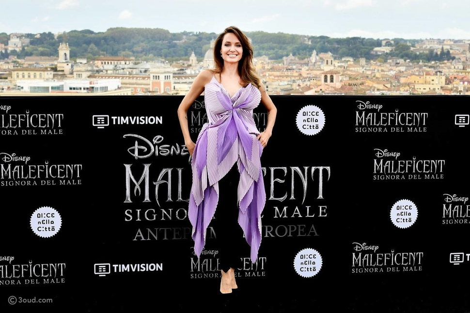 أنجلينا جولي تتألق بفستان من تصميم دار جيفنشي كوتور
